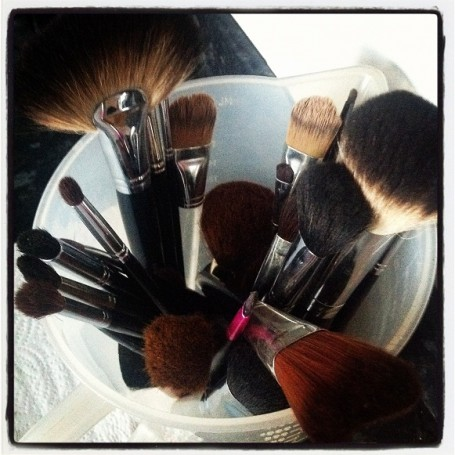 how+to+clean+makeup+brushes