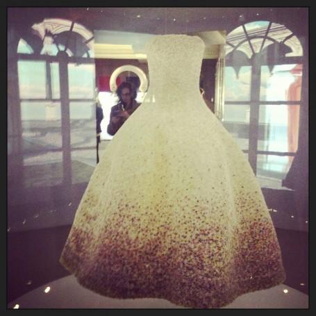 dior+harrods+exhibition+1000+flowers+dress