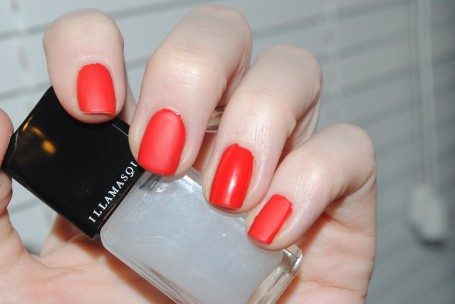 illamasqua+nail+matte+top+coat+review+swatch