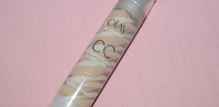 CC Cream Review: Olay Regenerist Advanced Anti-Ageing CC Cream SPF15 with Before and After Photos.