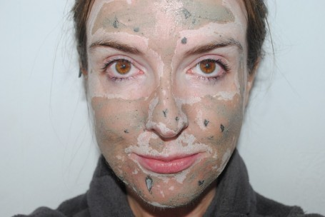 glam-glow-mud-mask-review-swatch
