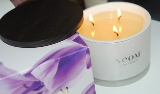 NEOM Organics Enchantment Candle Review