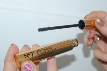 no7-stay-perfect-long-lasting-volume-mascara-review