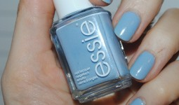 essie-rock-the-boat-review-428x3161