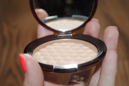 body-shop-honey-bronze-bronzing-powder-review