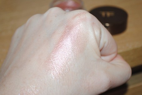 tom-ford-pink-haze-cream-eye-colour-review-swatch