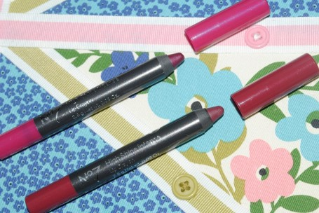 No7-high-shine-lip-crayon-intense-romantic-soul-sultry-kiss-review
