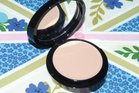 armani-maestro-fusion-compact-makeup-review