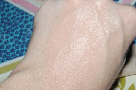 clarins-instant-concealer-review-swatch-shade-2