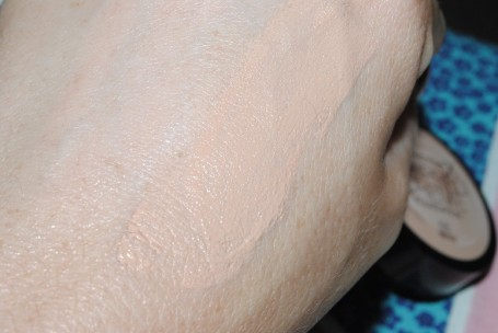 max-factor-whipped-creme-foundation-swatch