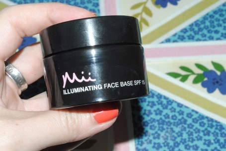 mii-illuminating-face-base-review