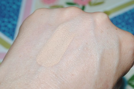 no7-match-made-concealers-warm-ivory-swatch