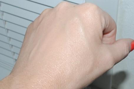 olay-glow-perfectors-bb-cream-swatch