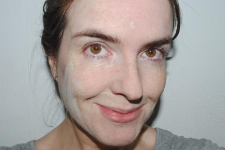 voya-get-glowing-illuminating-clay-mask-review