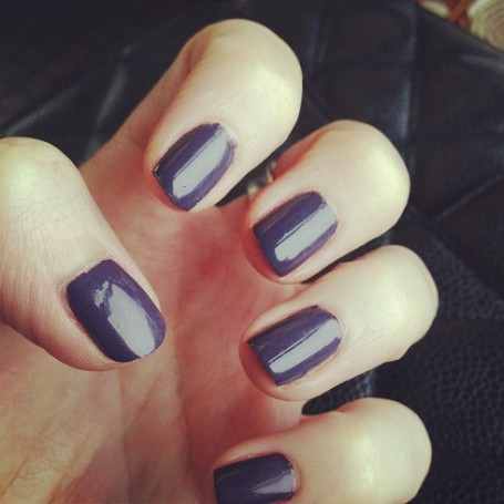 burberry-nails-pale-grape-swatch