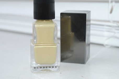 burberry-ss14-nails-polish-pale-yellow-cara