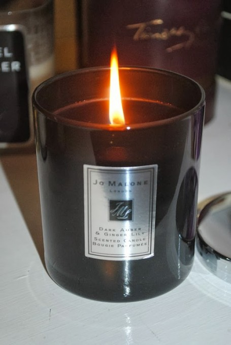 jo-malone-dark-amber-giner-lily-candle-review