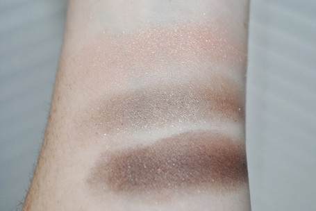 revlon-photo-ready-eyeshadow-primer-review-501-swatch