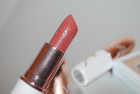 Riri-Hearts-MAC-Holiday-bad-girl-riri-lipstick-review