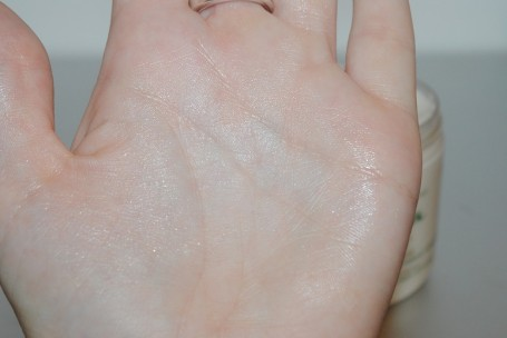 melvita-l'or-bio-illuminating-body-cream-review-swatch