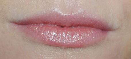 michael-kors-lip-lacquer-lipstick-diva-swatch