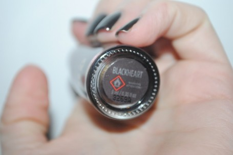 urban-decay-nails-blackheart-review-swatch