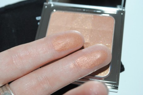 bobbi-brown-nude-glow-crystal-eye-palette-swatch