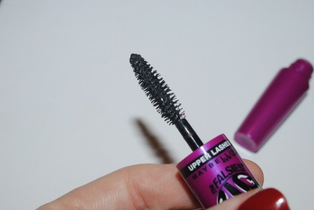 maybelline-big-eyes-mascara-review-upper-lashes