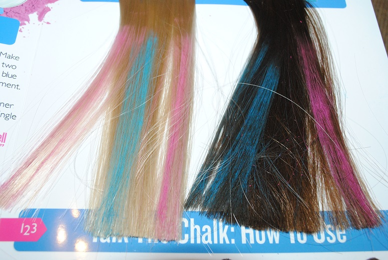 body-shop-hair-chalks-blue-pink-review-swatch