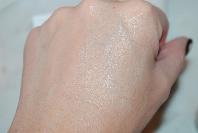 clarins-hydra-quench-tinted-moisturiser-spf15-swatch