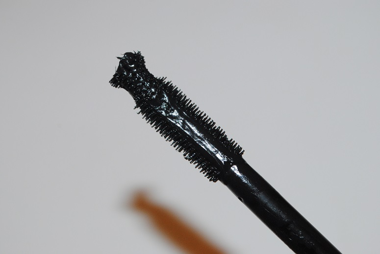 kiko-overblown-volume-mascara-review-brush