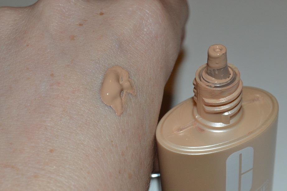 clinique-even-better-makeup-swatch-05-neutral