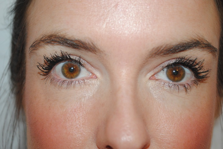 clinique-lash-power-feathering-mascara-3-coats-photo