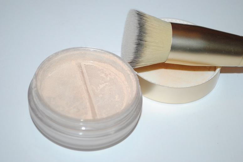 eve-lom-mineral-powder-foundation-and-brush-review