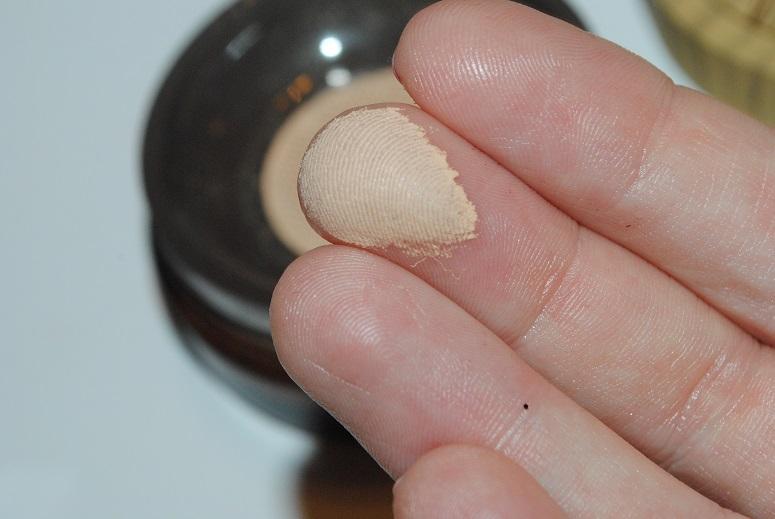 tarte-amazonian-clay-full-coverage-airbrush-foundation-swatch