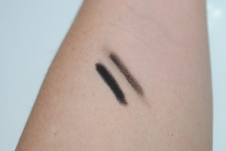 urban-decay-24-7-velvet-glide-on-eye-pencil-swatch