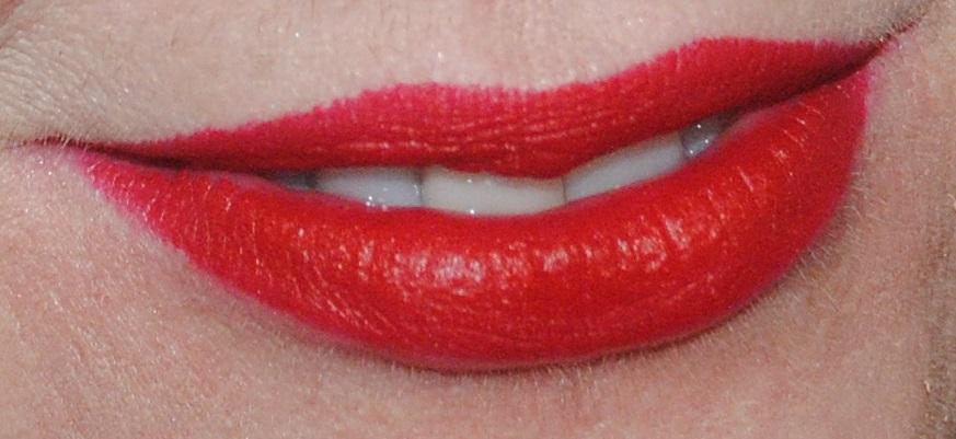 clinique-long-last-lipstick-soft-matte-crimson-45-swatch
