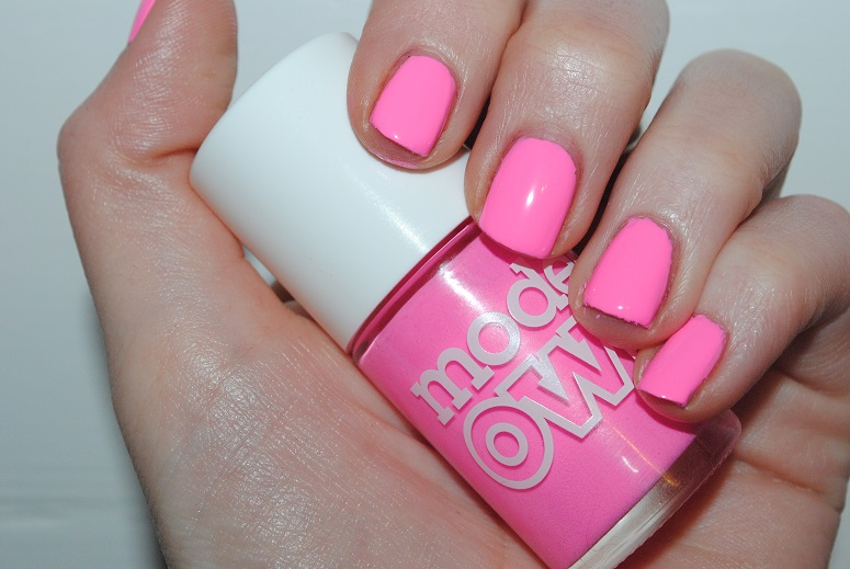 models-own-sun-hat-polish-for-tans-swatch