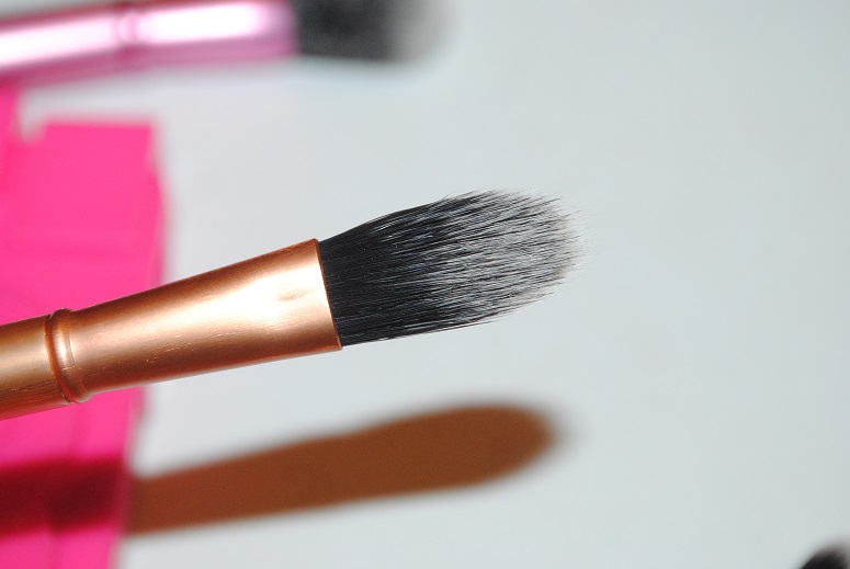 real-techniques-mini-foundation-brush-review
