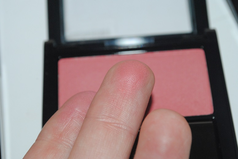 revlon-powder-blush-review-mauvelous-swatch