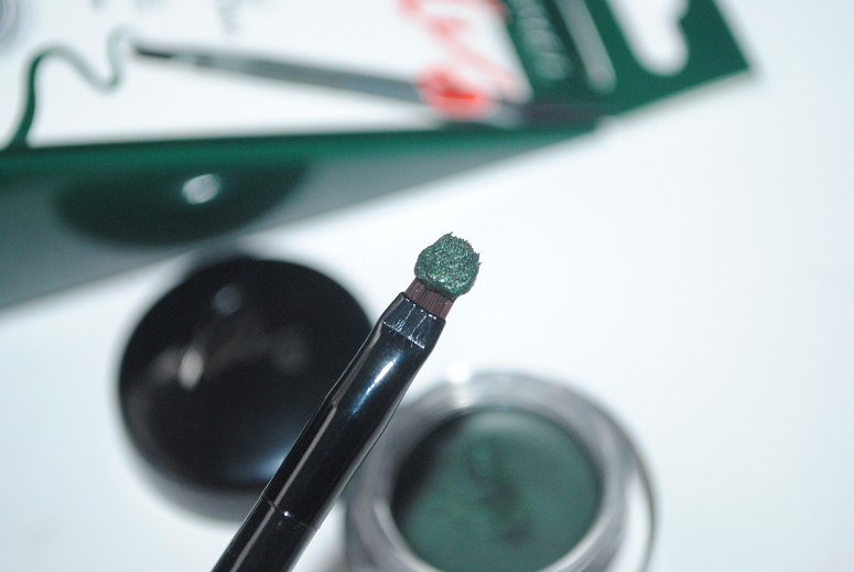 rimmel-gel-liner-by-kate-emerald-green-review