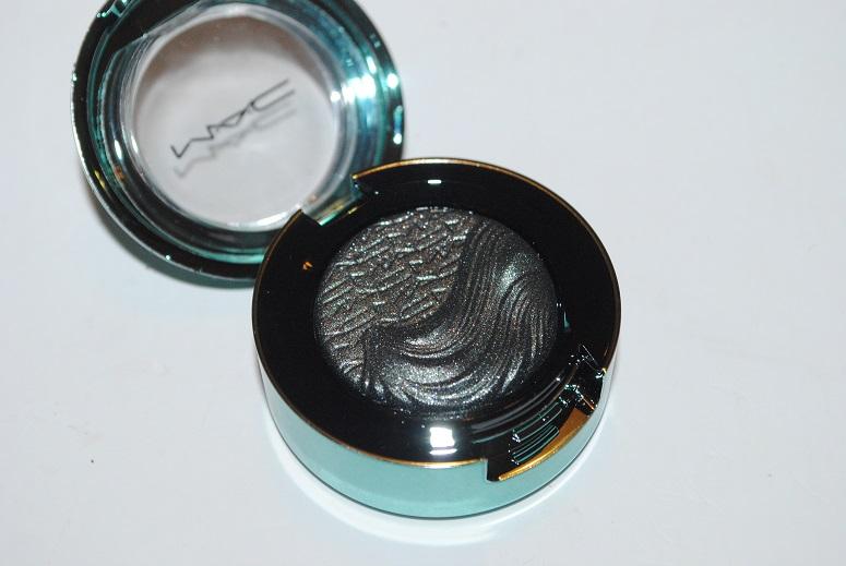 mac-alluring-aquatic-extra-dimension-eye-shadow-legendary-lure-review