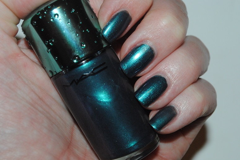 MAC Alluring Aquatic Nail Lacquer in Submerged Review, Swatch ...