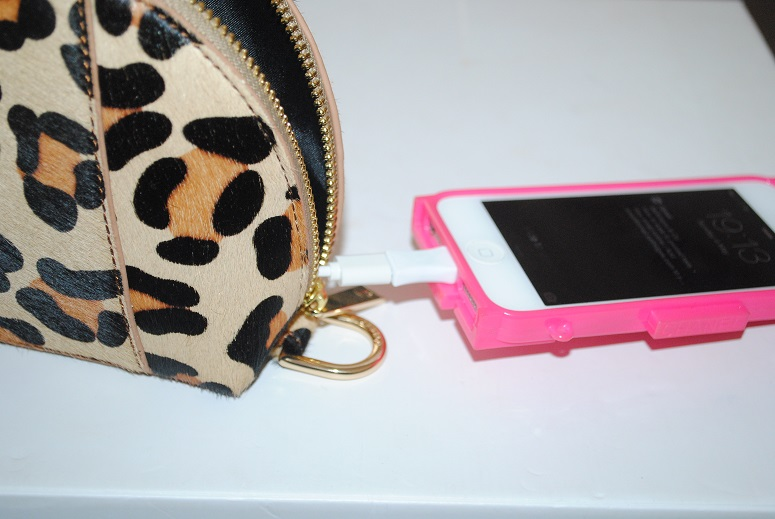 makeup-bag-phone-charger-jadeco-review