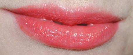 burberry-summer-showers-lip-glow-balm-orange-poppy-swatch
