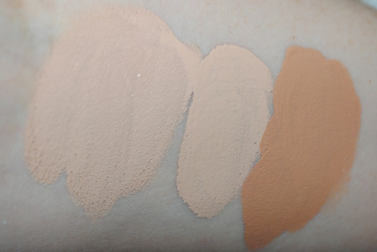 clarins-true-radiance-spf-15-foundation-review-swatches-2
