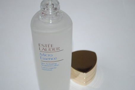 estee-lauder-micro-essence-skin-activating-treatment-lotion-review-2