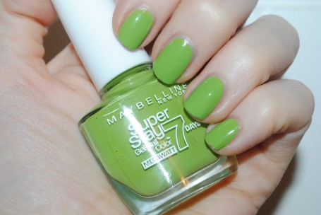 maybelline-forever-strong-super-stay-mega-watt-lime-me-up-swatch