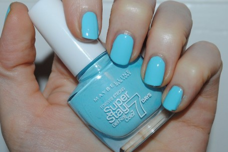 maybelline-forever-strong-super-stay-pastel-uptown-blue-swatch