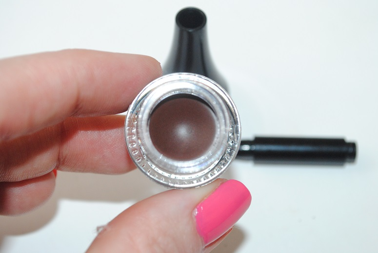 body-shop-smoky-2-in-1-gel-liner-review-4